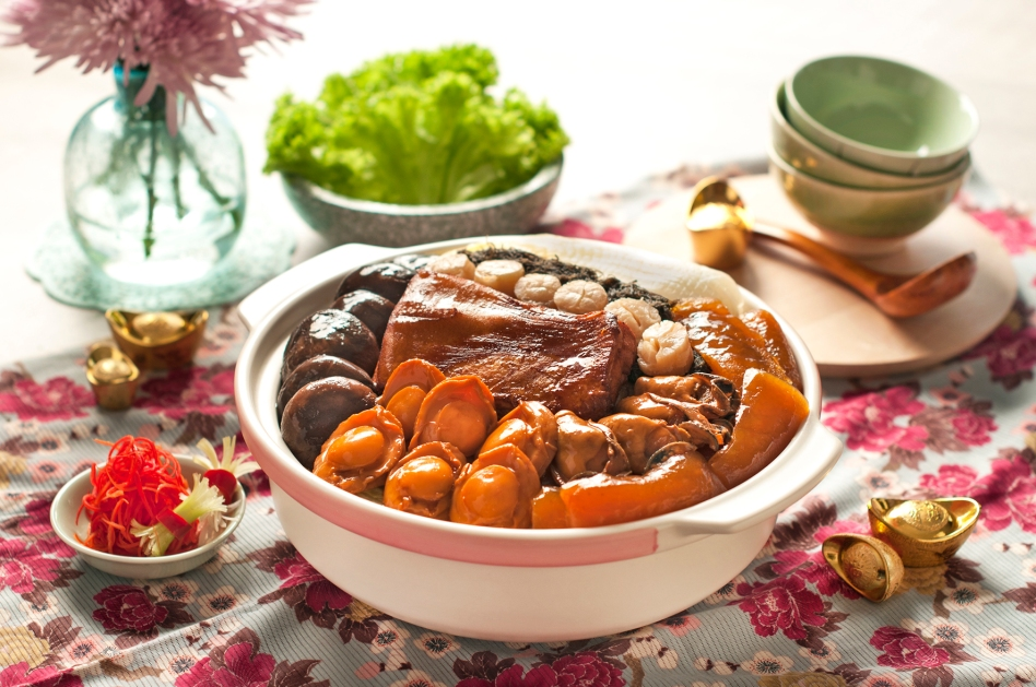 Braised Pork Spare Ribs w Sea Treasures in Claypot (Min Jiang at One-North)