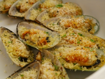Baked NZ Mussels with Herbs Crust