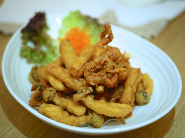 Deep-fried Soft Shell Crab mixed with Sliced Pumpkin and Mushroom ($10.80)