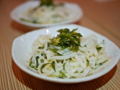 Ginger & Scallions Rice Noodle