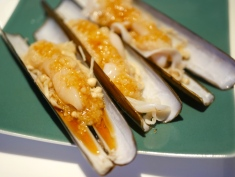 Steamed Bamboo Clam with Minced Garlic in Soya