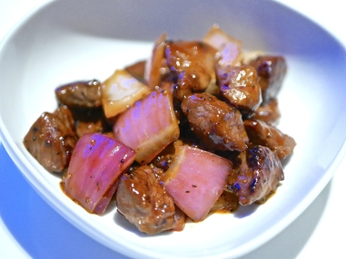 Stir-Fried Beef Cube in Black Pepper Sauce