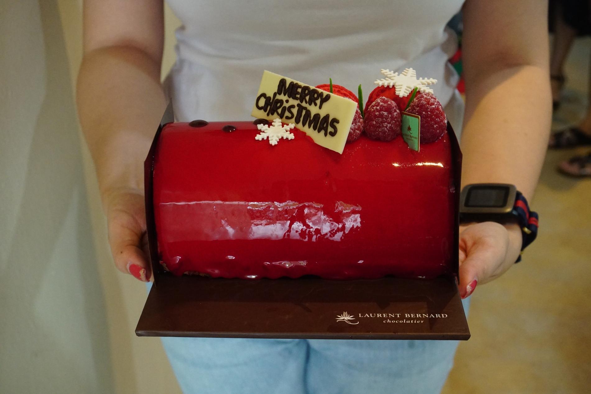 Exotique Log Cake