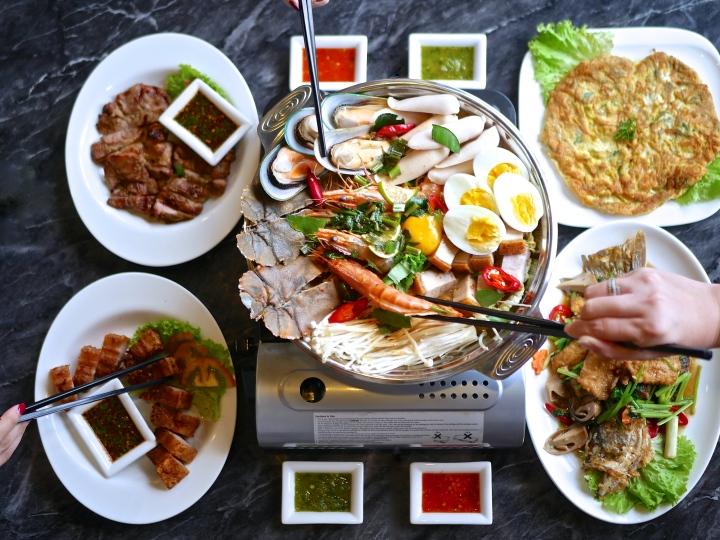Soi Thai Soi Nice makes an excellent seafood hotpot and aroi Thaidishes