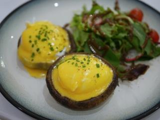 Portobello Eggs Benedict ($14.50)