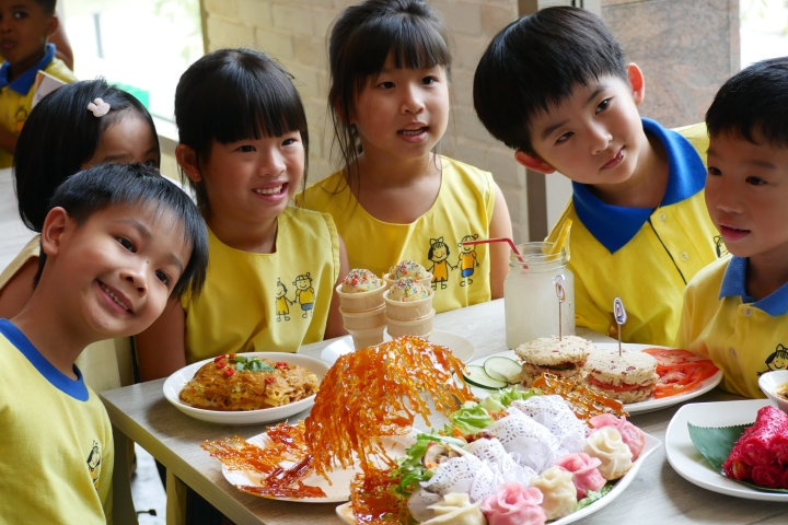 Star Learners Child Care Celebrates Singapore's 52nd Birthday