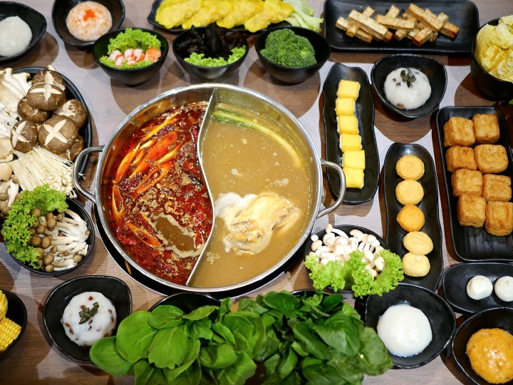 Captain K Seafood Tower opens for Supper till 4am and there's Steamboat too
