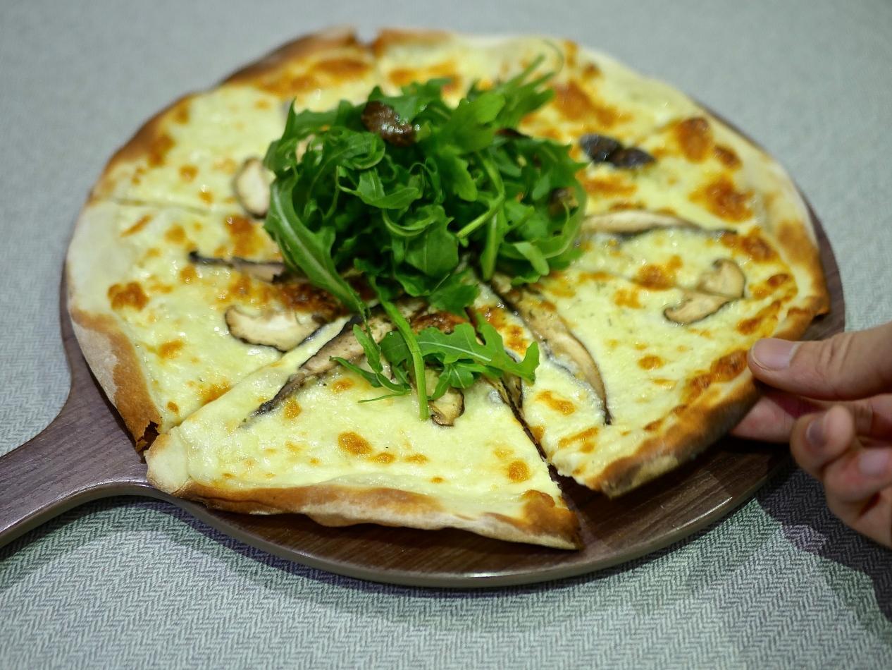 Wild mushroom & white truffle pizza ($15.80)