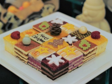 Merry Mosaic Cakes