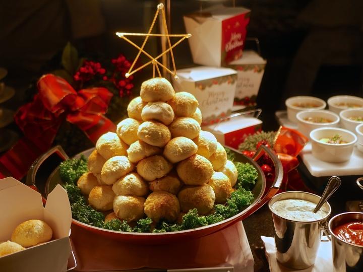 A Joyous Feast of Christmas at Goodwood Park Hotel(2018)