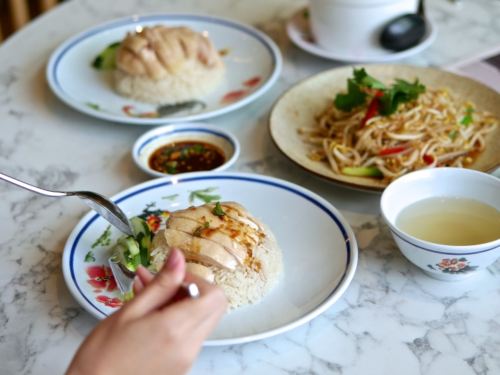 Thailand Michelin Bib Gourmand Go-Ang Pratunam Chicken Rice Opens Its First Overseas Outlet in Singapore