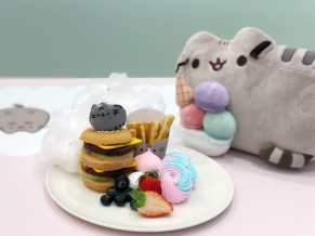 Pusheen Double Delight Fruitcake Burger ($17.90)